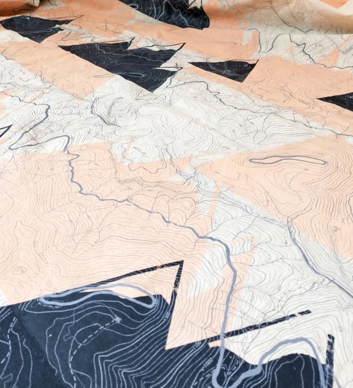 the printed rabbit textil montañas serigrafia